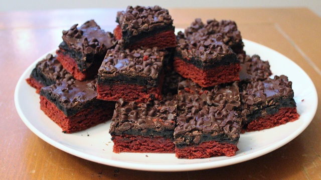 red-velvet-oreo-truffle-brownies-4